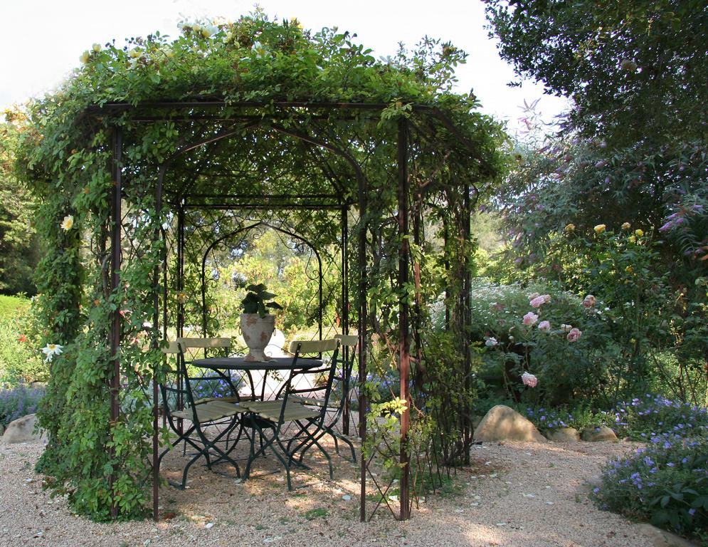 garden pergola kit metal pergola design ideas. Black Bedroom Furniture Sets. Home Design Ideas
